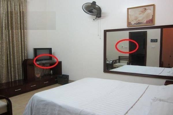 Phát hiện camera quay lén siêu nhỏ bí mật tại khách sạn